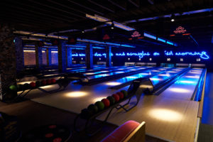 Bowling lanes at QUEENS skate dine bowl
