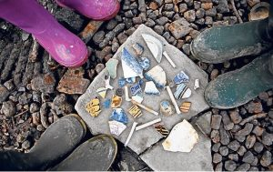 Mudlarking Top 10 Things To Do On The River Thames Kidrated